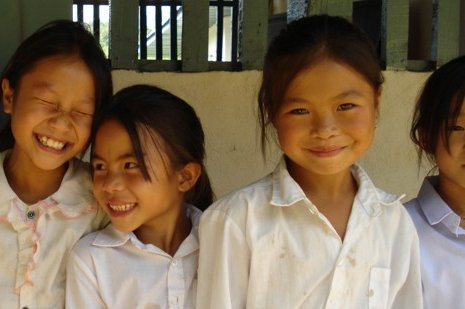 Kinder in Laos